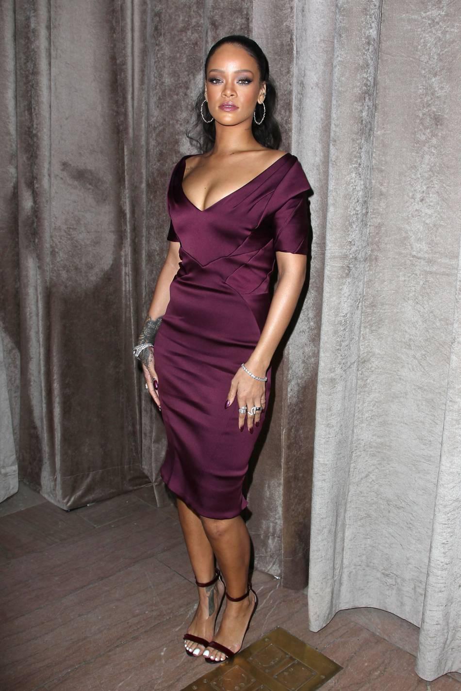 Rihanna, elle pose en string sur les réseaux sociaux.