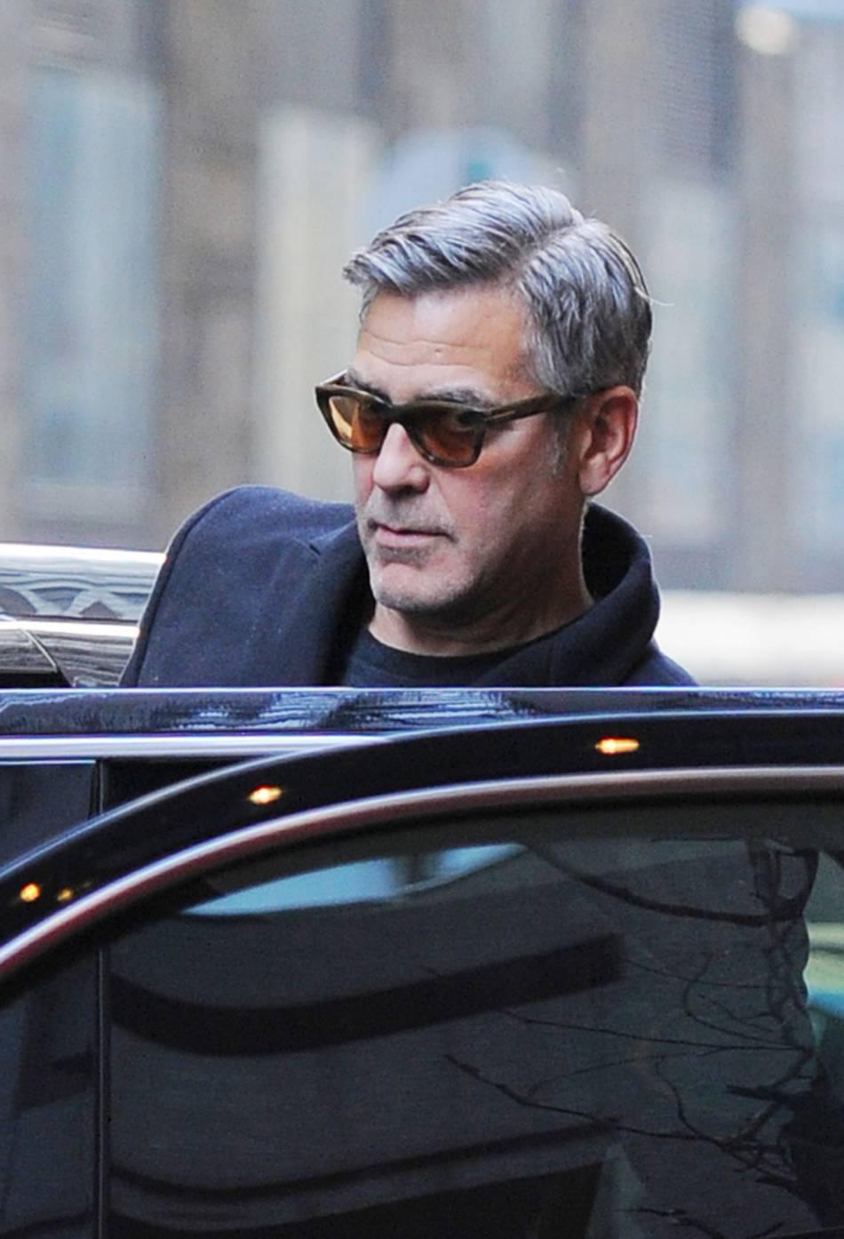 George Clooney déclare son amour infini pour Amal dans le magazine  Esquire .