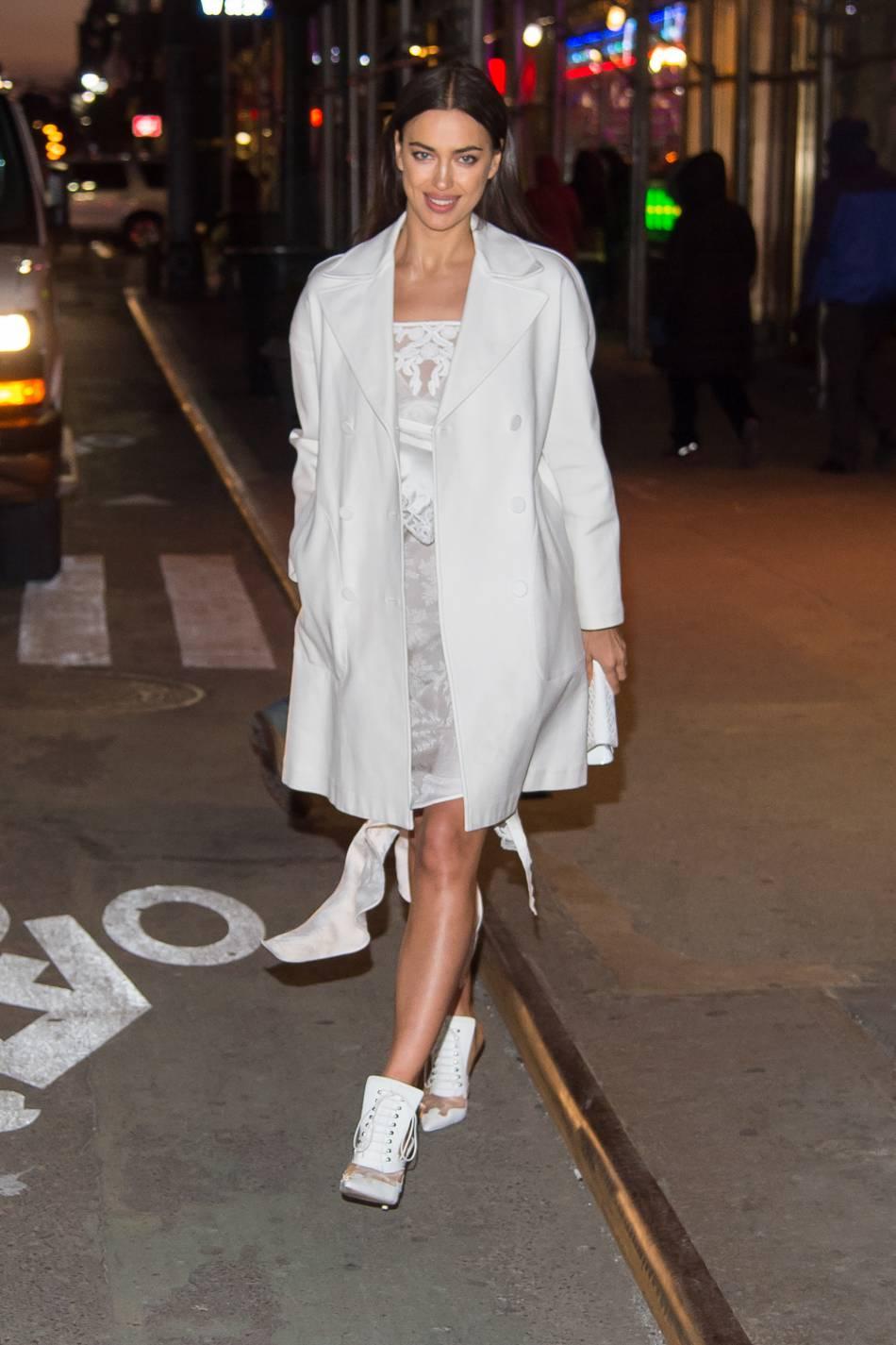 Irina Shayk surprend ses fans avec son changement capillaire.