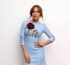 Jennifer Lopez : combi moulante et décolleté XXL, la diva est pulpeuse à souhait