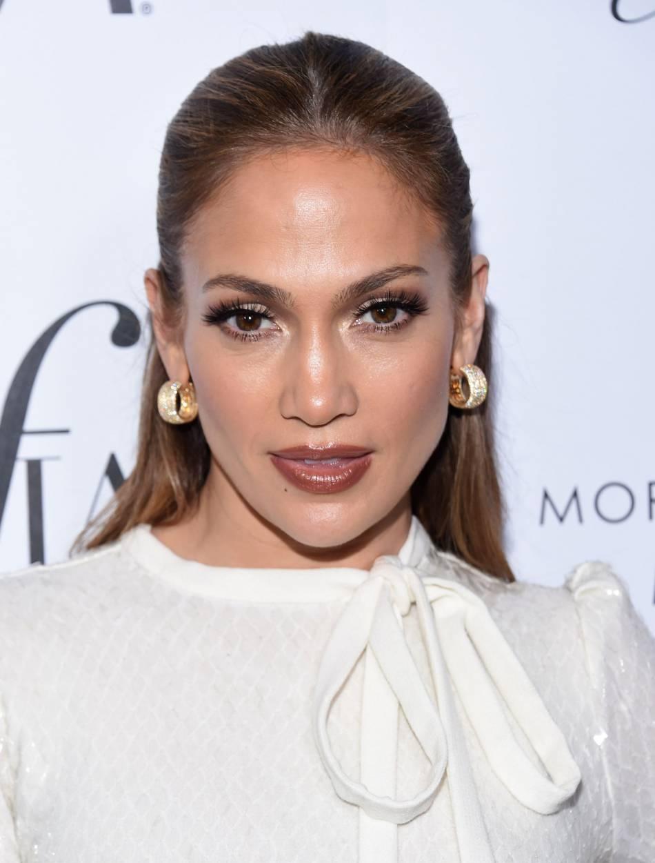 Jennifer Lopez se la joue femme fatale et réchauffe Instagram.