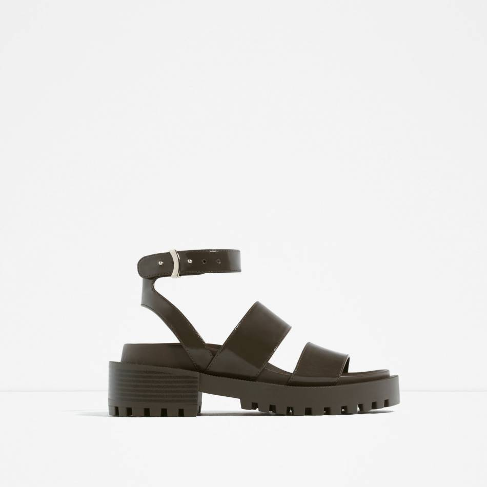 Chaussures noires, Zara, 49,95€.