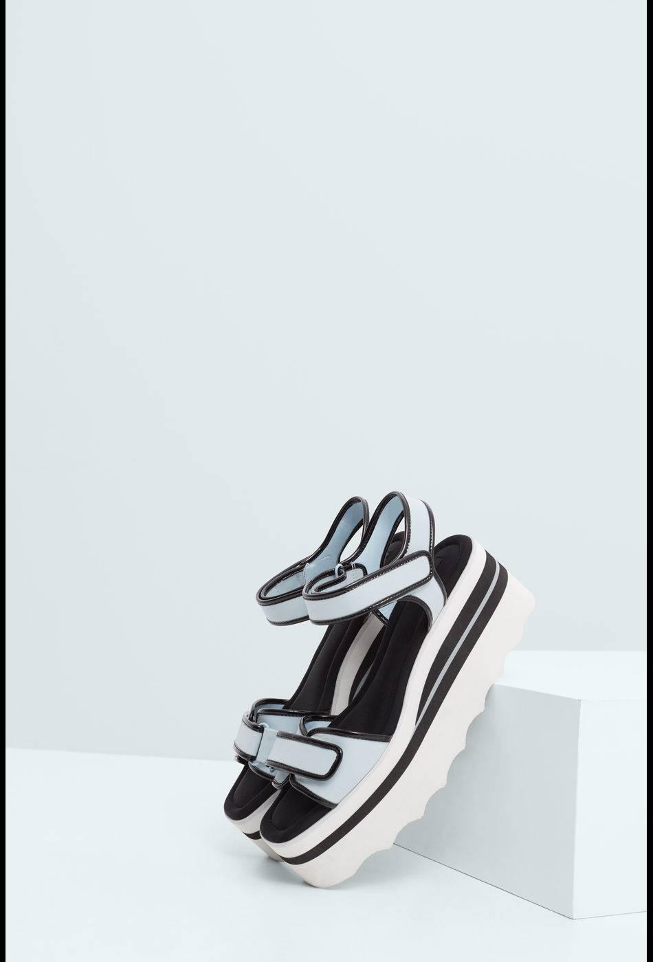 Chaussures à scratch, Mango, 59,99€.