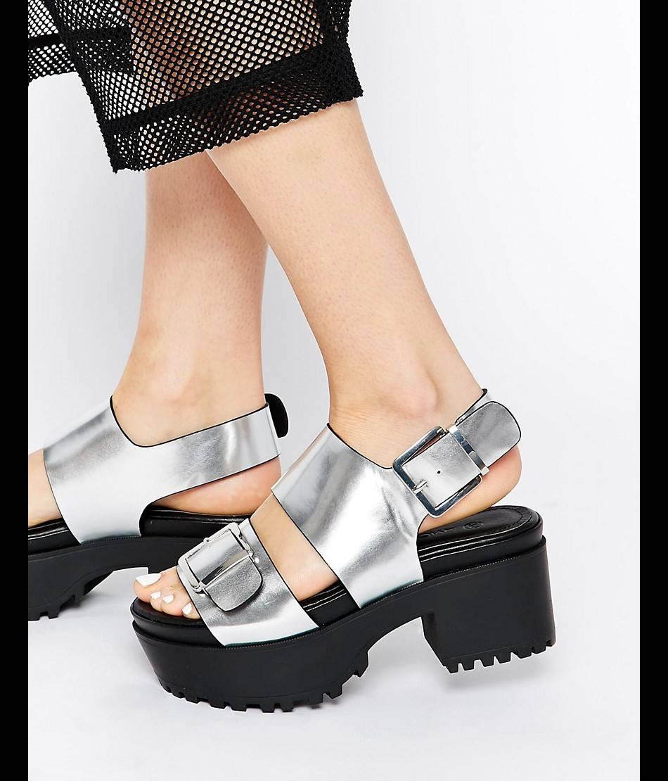 Chaussures argent, Monki, 27,99€.