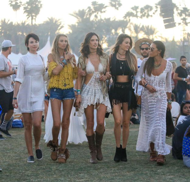 Quand Alessandra Ambrosio et son crew débarque à Coachella.