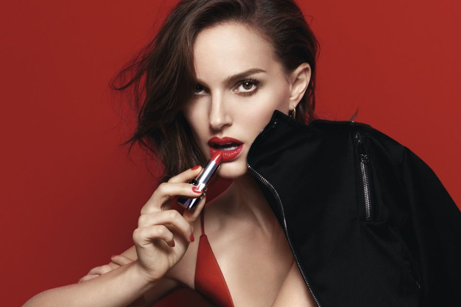 Natalie Portman est l'égérie du nouveau rouge de Dior.