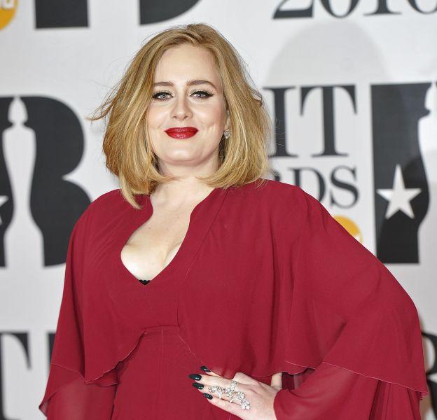 Sans maquillage, Adele est méconnaissable.