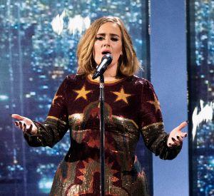 Adele est une adepte du make up dramatique.