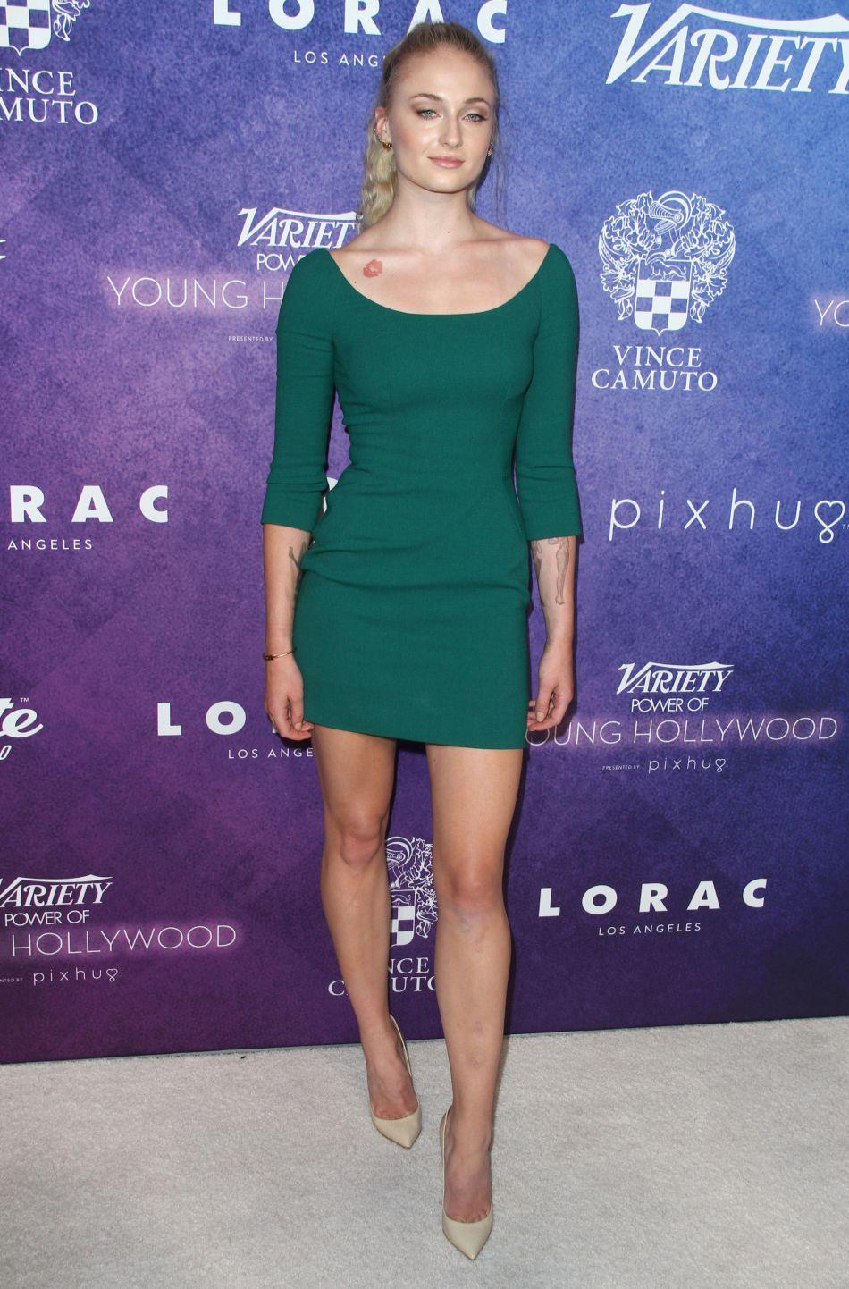 Mention spéciale pour une Sophie Turner resplendissante en Dolce & Gabbana.