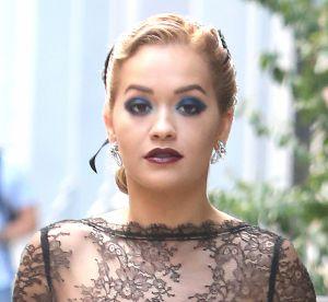 Rita Ora : elle ose le look de soirée en pleine journée