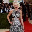 Taylor Swift aussi est passée par la phase blond polaire avant de revenir aux tons plus chauds.