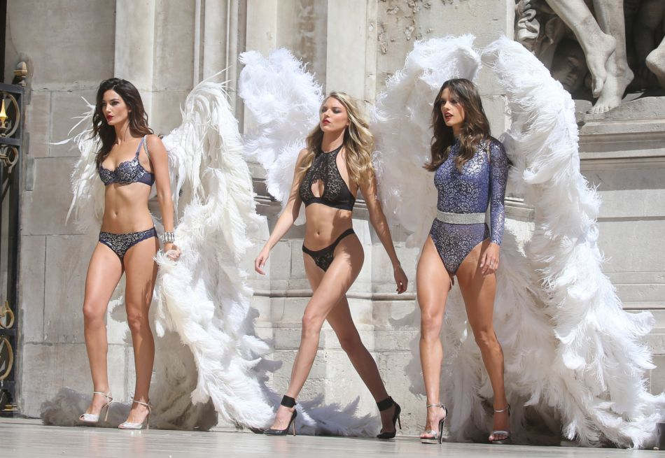 Alessandra ambrosio lily aldridge les anges de victoria for Booking secret de paris