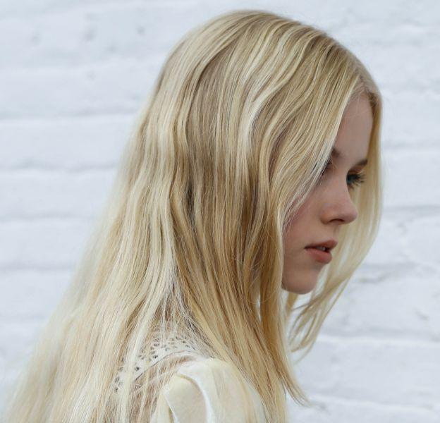 Cheveux très longs : apprenez à les soigner.