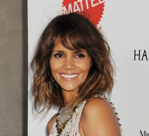 Halle Berry exécute une interpretation hilarante d'un tube de Britney Spears.