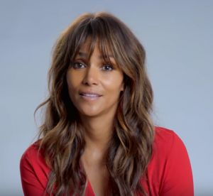 Halle Berry, elle imite à la perfection Britney Spears : comique !