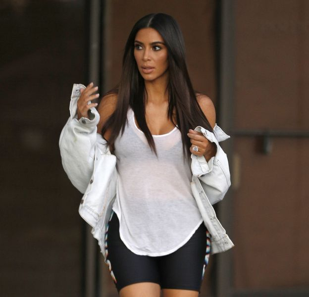 Kim Kardashian va toujours plus loin dans la provoc'.