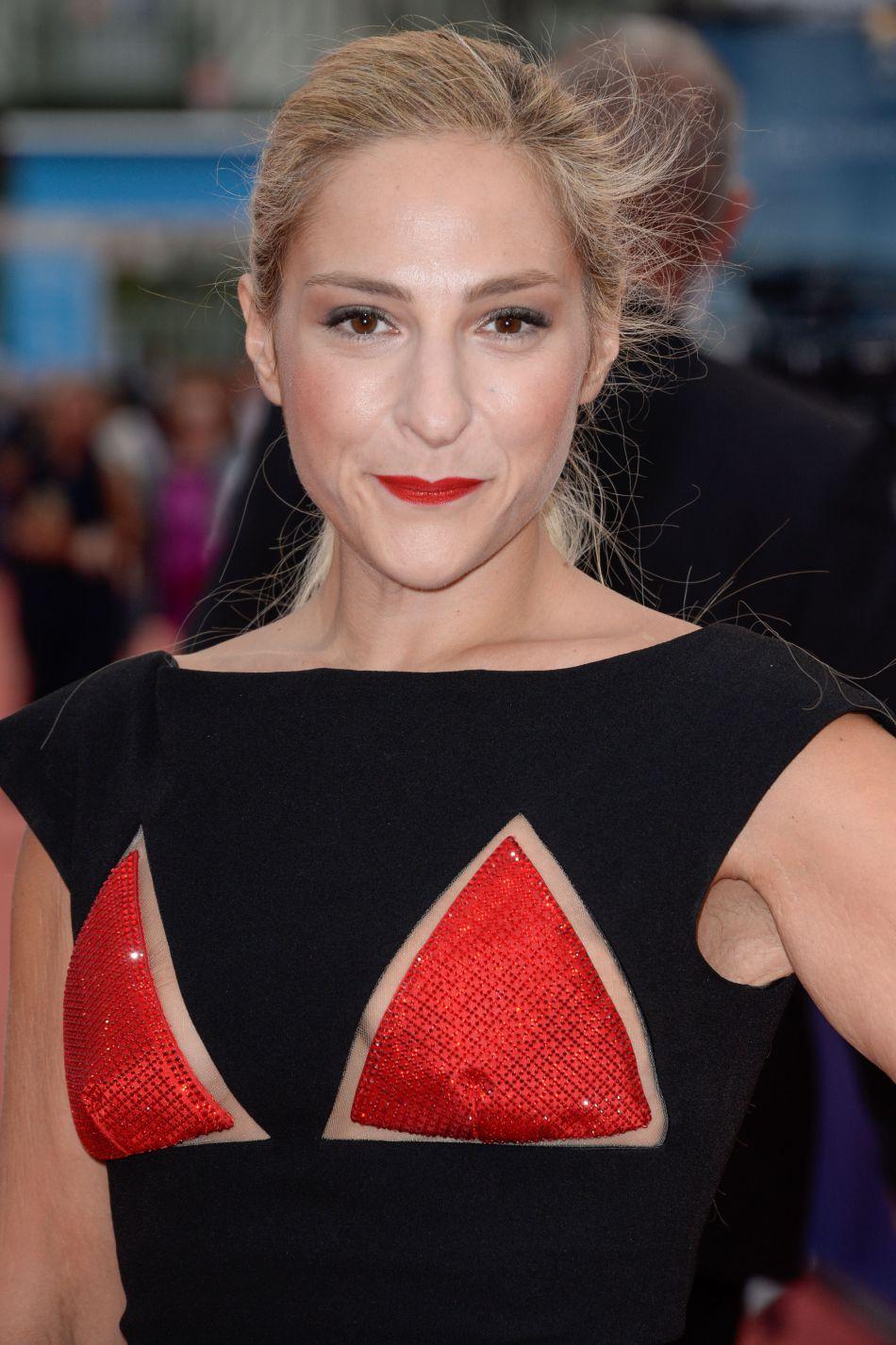 Resplendissante sur le tapis rouge du festival, l'actrice affiche une silhouette de rêve.