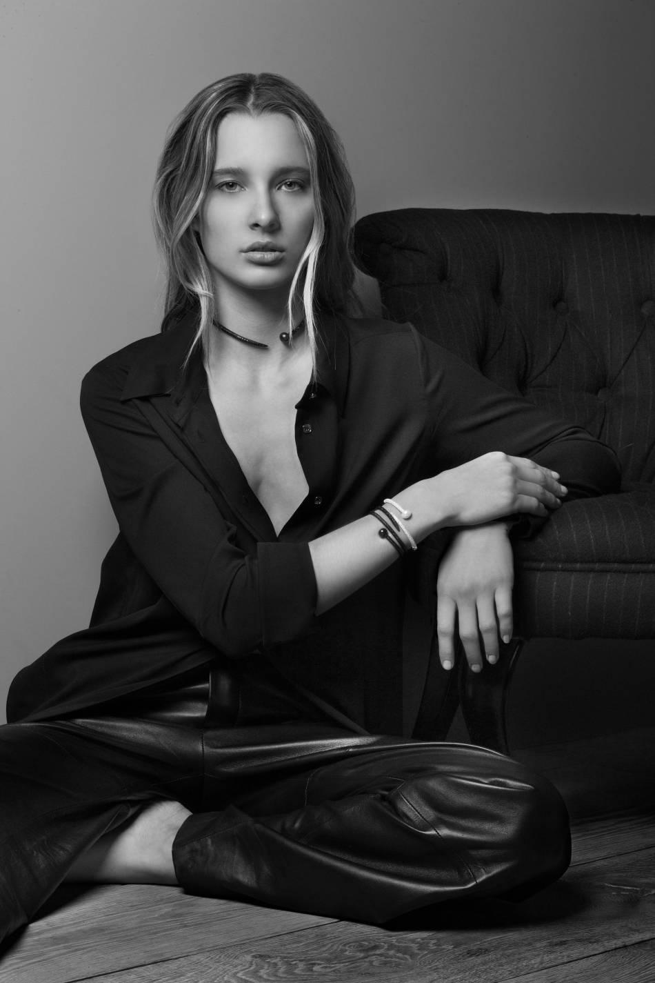 Ilona Smet est l'égérie de la marque de bijoux APM Monaco.
