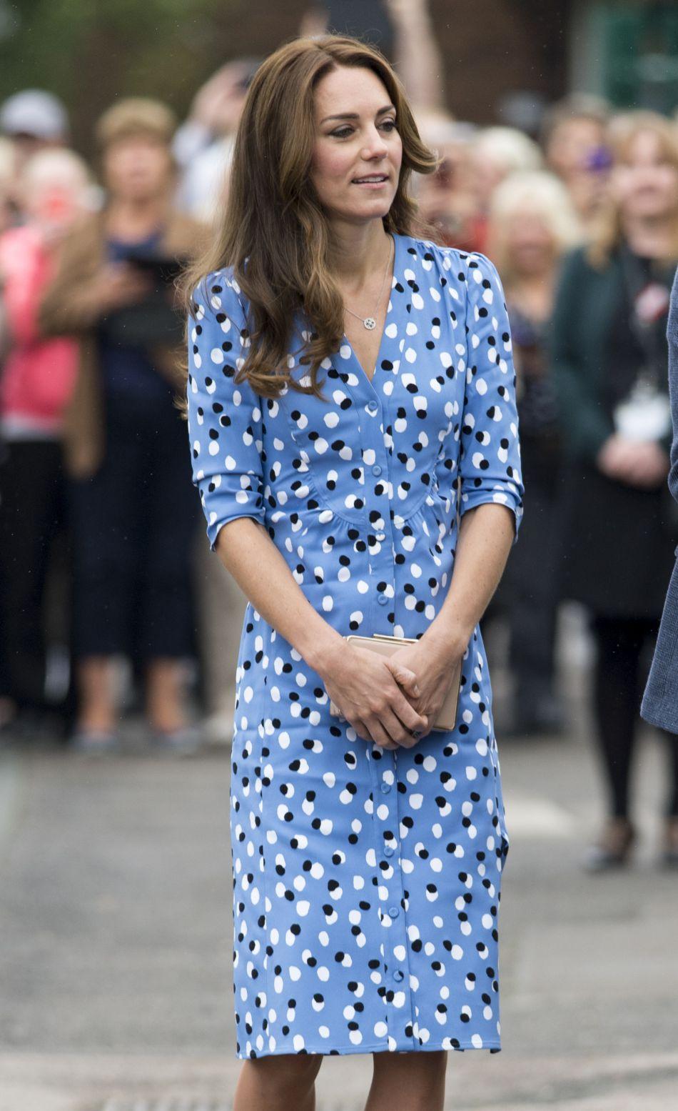 Alors qu'hier, 15 septembre, Kate Middleton n'accompagnait pas son mari à la Caius House de Londres, aujourd'hui, elle était de la partie à la Stewards Academy.