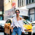 """La blogueuse de """"J'aime tout chez toi"""" porte la chemise comme une pièce forte de son look."""