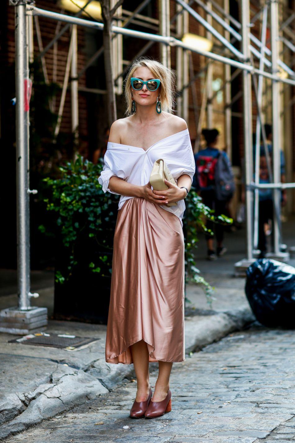 On craque pour cette jupe lamée et plissée.