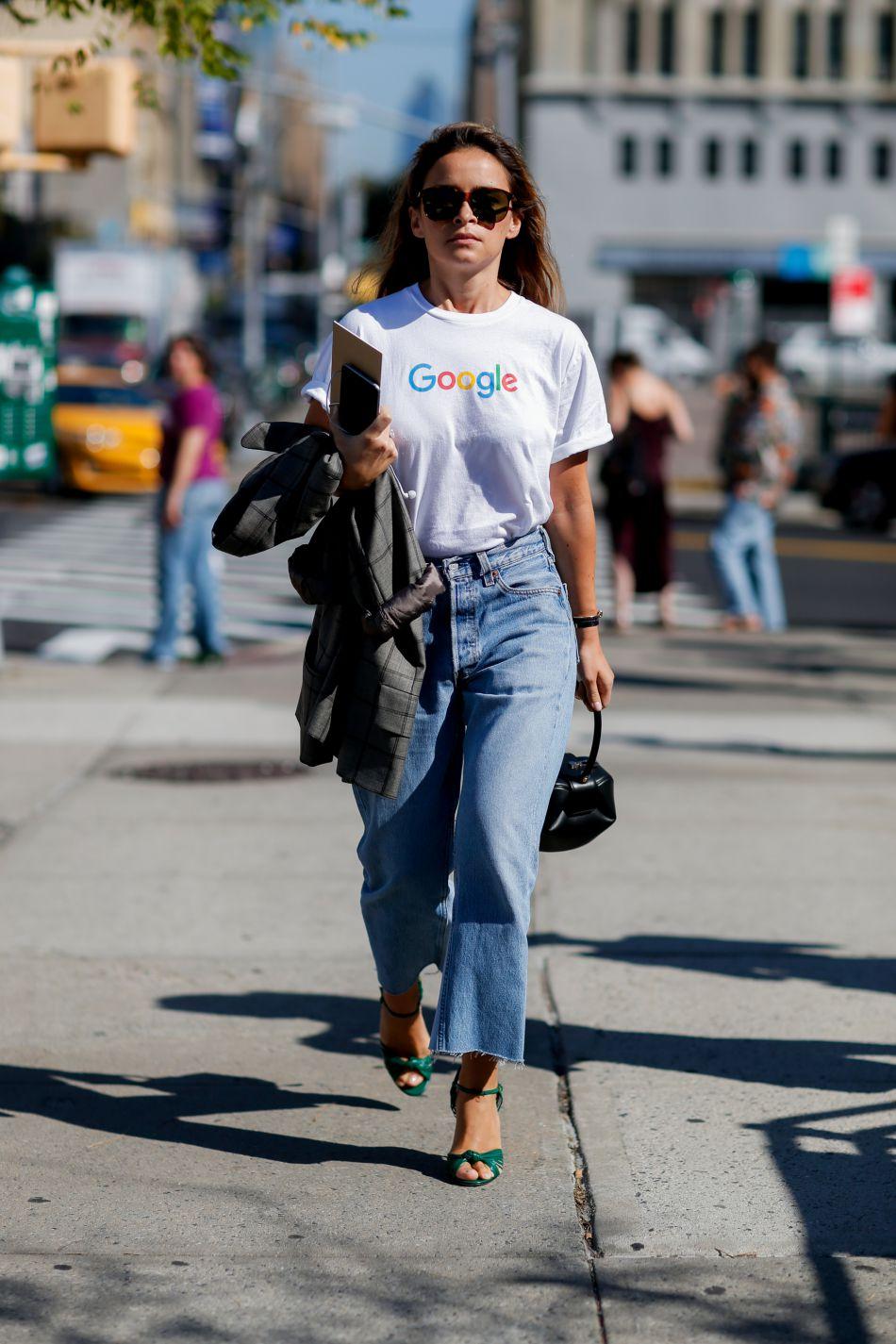 Le T-shirt Google de Miroslava Duma est à la fois fun et très efficace.