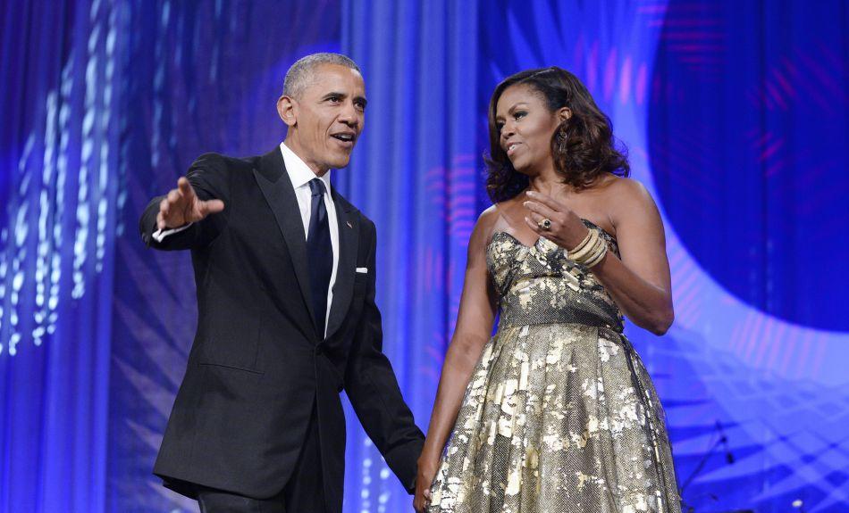 A quelques semaines de quitter la Maison Blanche, Michelle Obama réalise un dernier coup d'éclat en robe de bal.