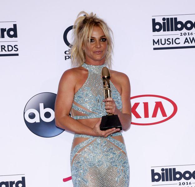 Britney Spears a posté hier matin une vidéo la montrant plus sexy que jamais dans son petit short rose fuchsia.
