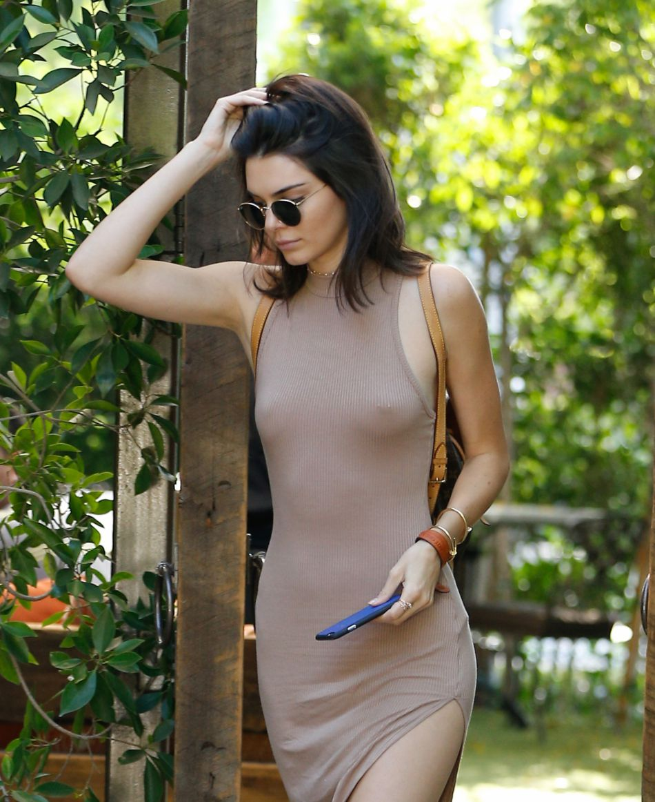 "Sur son site Internet, Kendall Jenner explique être adepte du ""free the nipple""."