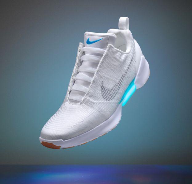 La chaussure Nike autolaçante sera en vente le 28 novembre.