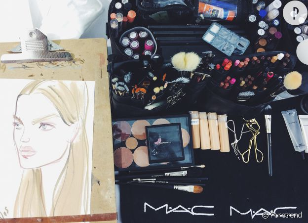 En backstage, c'est MAC qui officie le make-up.
