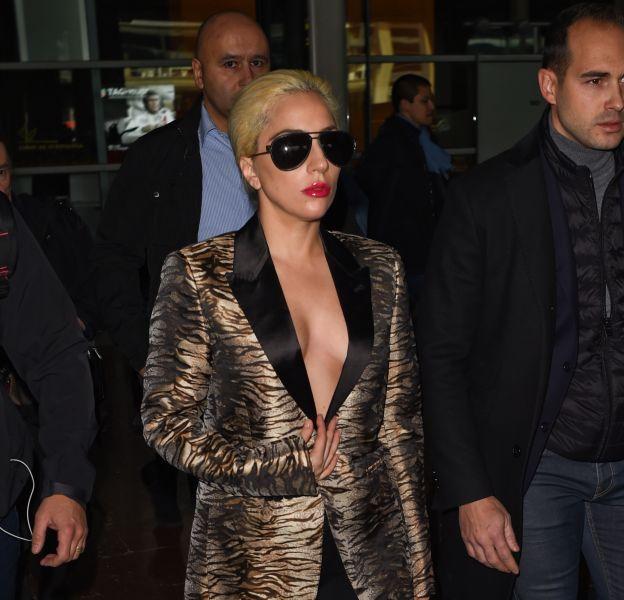 Lady Gaga vient d'atterir à l'aéroport Charles de Gaulles ce dimanche 27 novembre 2016.
