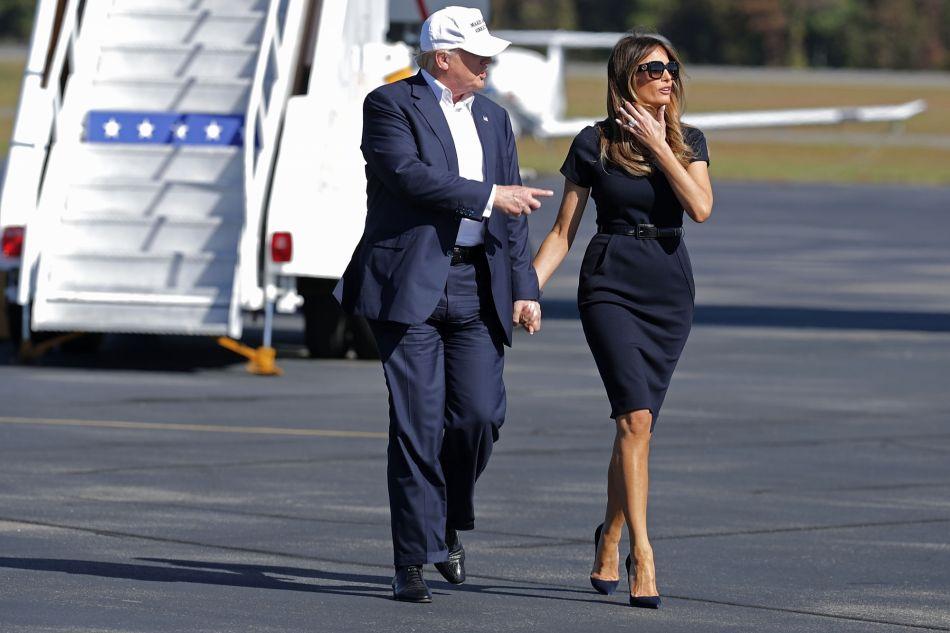 Aux côtés de Donald Trump, Melania Trump est presque chic.