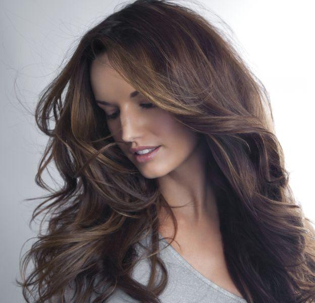 Zoom sur 3 coiffures faciles pour les cheveux longs.