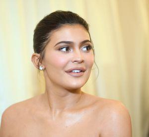 Kylie Jenner en brassière et legging gainant : est-ce vraiment une tenue ?