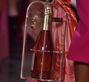 La bouteille de champagne est-elle l'accessoire dont on avait toujours rêvé ?