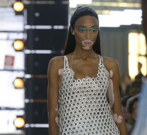Le tendance du bleu sur les yeux met les Fashion Weeks d'accord
