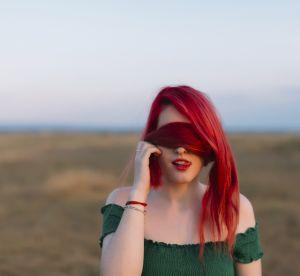 La tendance des cheveux rouges revient : peut-elle surpasser le roux ?