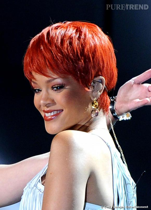 Rihanna est passé du brun au rouge, du carré au court !