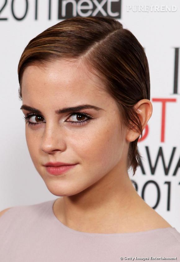 Emma Watson s'est elle aussi affranche de son image de jeune fille en fleur, pour opter une allure résolument plus garçonne.