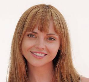 Du brun au blond: les coiffures de Christina Ricci