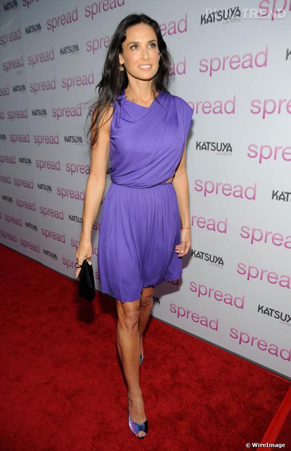 Demi Moore a opté pour une robe drapée, lavande, lors de la première du film Spread.