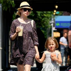 La fille de Michelle Williams, et de feu Hearth Leadger, est une adepte des petites robes liberty.