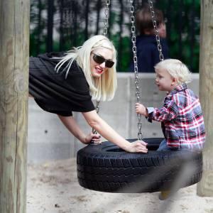 Le fils de Gwen Stefani en vogue avec la mode bûcheron... Chemise à carreaux et petit jean, la combinaison parfaite !