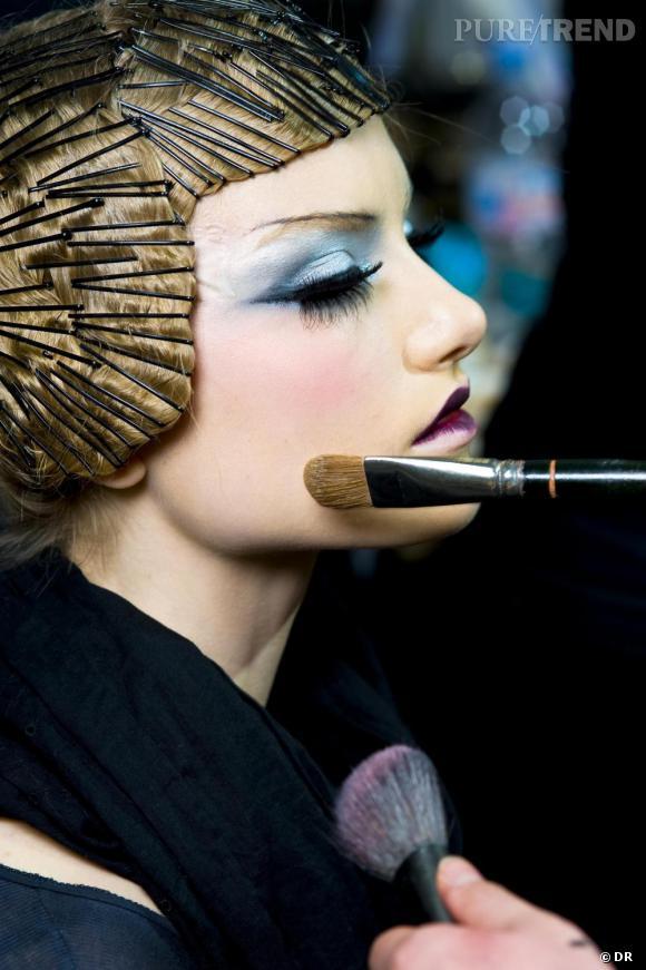 """Backstage du défilé Dior. Pour découvrir le top 10 des looks """"make up"""" à adopter cliquez ici."""