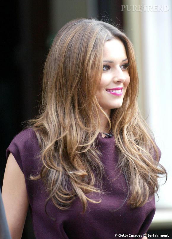 La belle Cheryl Cole en connait un rayon question cheveux puisqu'elle va représenter les gammes capillaires de L'Oréal. Ici, elle opte pour un effet naturel, mais très travaillé pour obtenir des boucles souples et un volume léger.