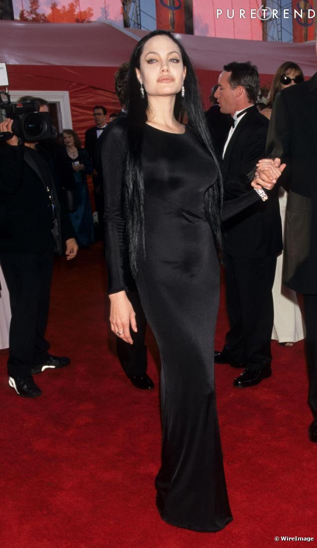 Une longue robe noire