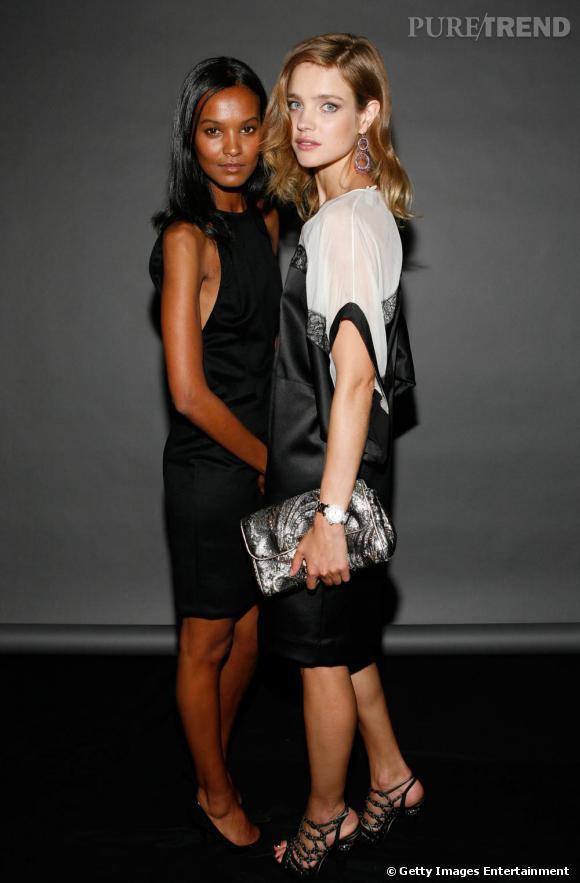 Natalia Vodianova (à droite) et Liya Kebede posent lors de la soirée organisée par la reine Rania de Jordanie