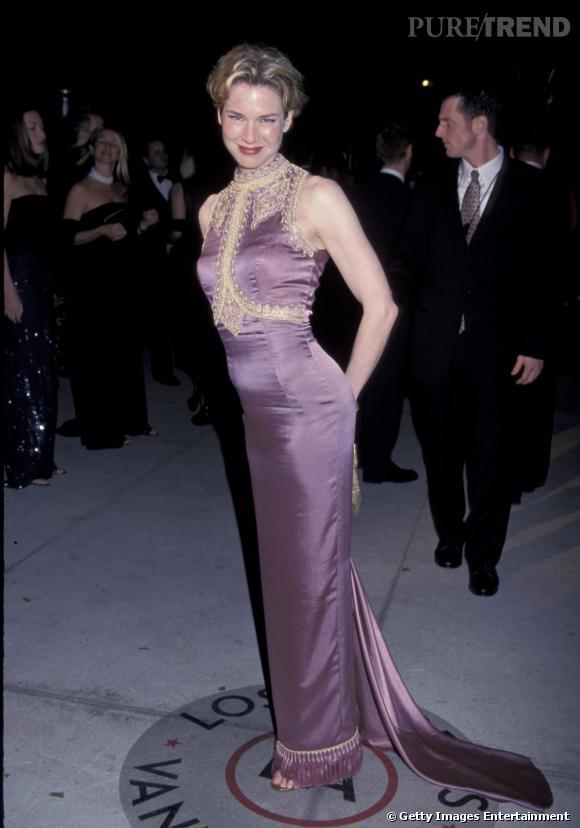En 1999, Renée Zellweger a 30 ans. Elle est déjà une star mais pas trop exposée. Elle affiche une silhouette fine et musclée mais avec des formes. Elle est éclatante de santé et de beauté. Son sourire et ses pommettes hautes en disent long.