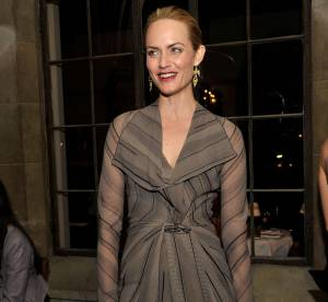 Amber Valletta joue la transparence